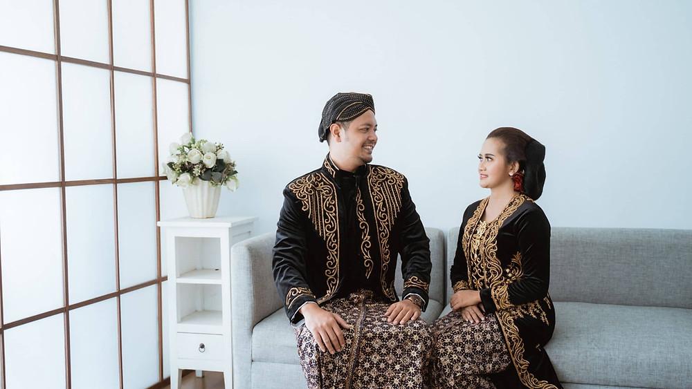 batik dalam adat pernikahan indonesia