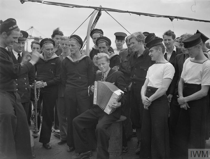 Norwegian naval recruits and ratings enjoying a sing-song on board the LOCH FADA just before sailing. (Source: © IWM (A 30096))