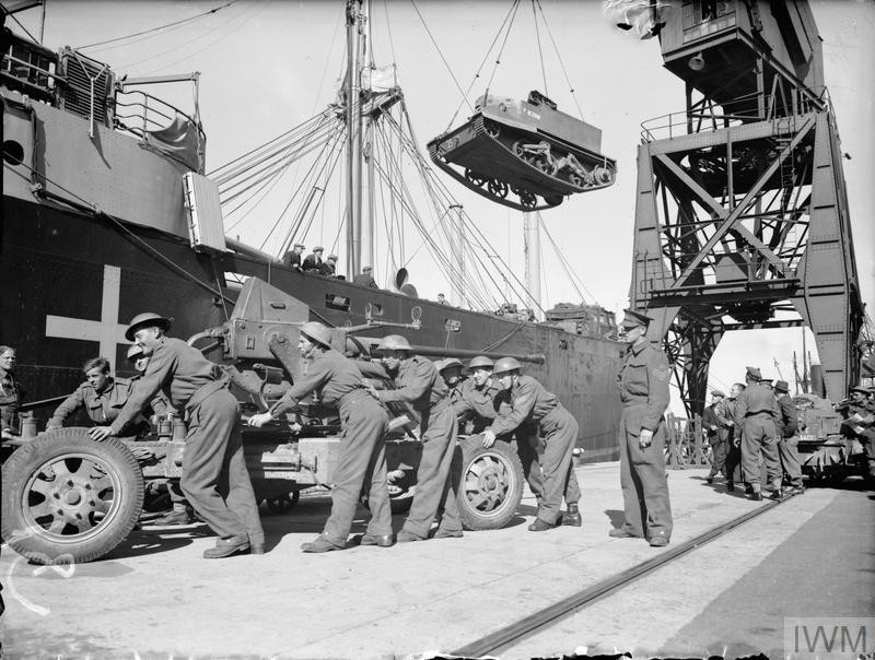 Unloading Bren gun carriers and a 40mm Bofors gun at Southampton during the return of the second British Expeditionary Force from France, 19 June 1940. (Source: © IWM (H 1852))