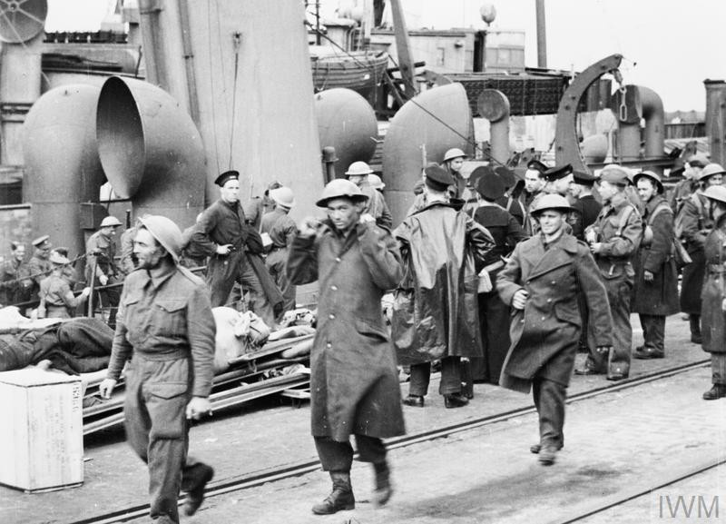 British troops disembarking from a destroyer at Dover after their return from the Dunkirk beaches, June 1940. (Source: © IWM (MH 5848))