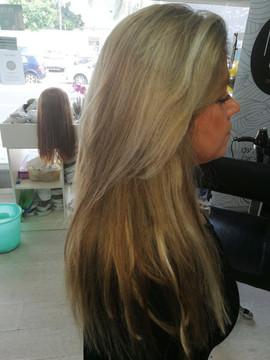 אחרי חיבור תוספות שיער אדם 100% טבעי בגוון בהיר