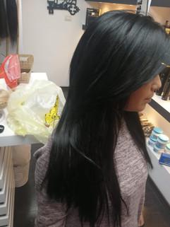 אחרי חיבור תוספות שיער שחור