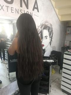 אחרי חיבור תוספות שיער ארוכות