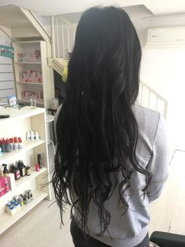 תוספת שיער טבעי גלי בגוון כהה