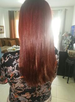 אחרי חיבור תוספות שיער בגוון אדמוני