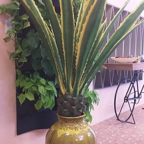 Vaso decorativo amarelo com planta artificial