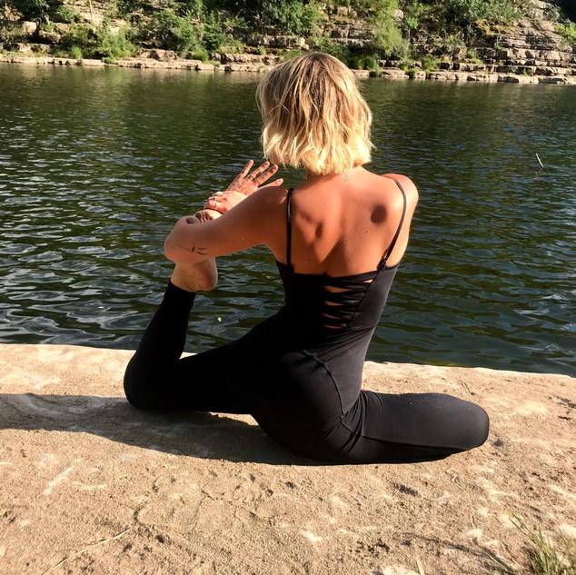 Angelina Yoga Ardeche Les Vans 07.JPG