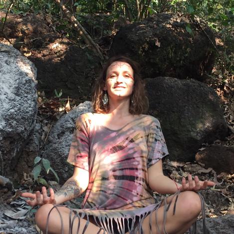 Lola Angual Yoga & Healing Make up les v