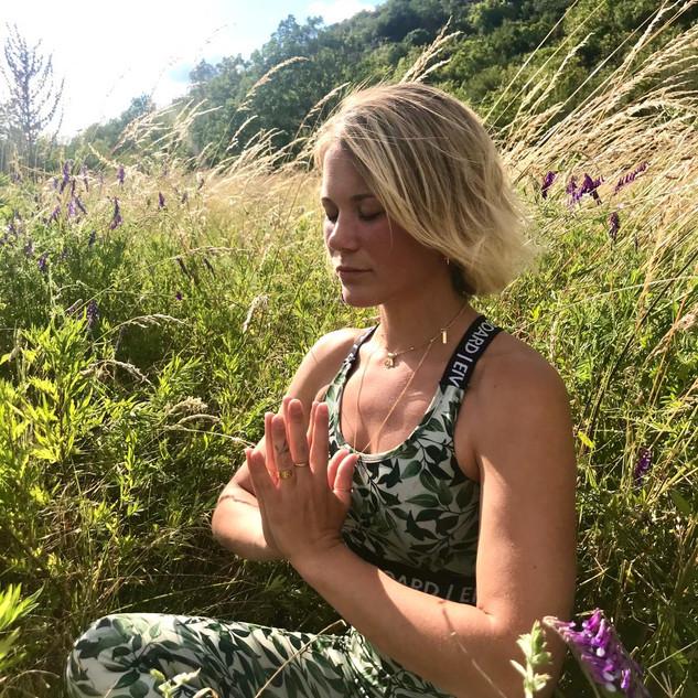 Angelina Junier Yoga Les Vans 07.JPG