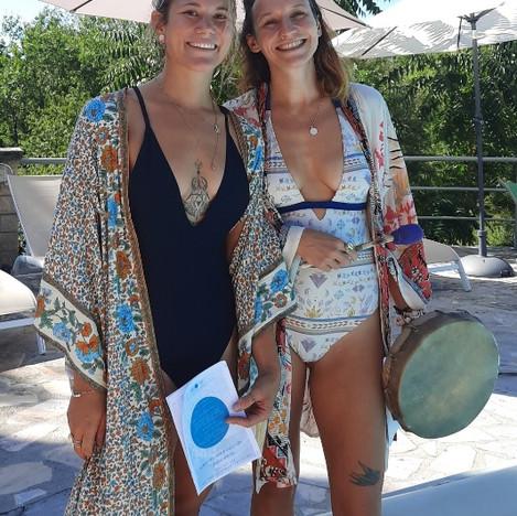 Angelina & Lola Yoga Tribu Les Vans Arde