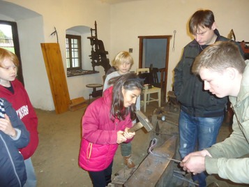 Middle Primary Visits Blacksmith for Ancient Greece Studies