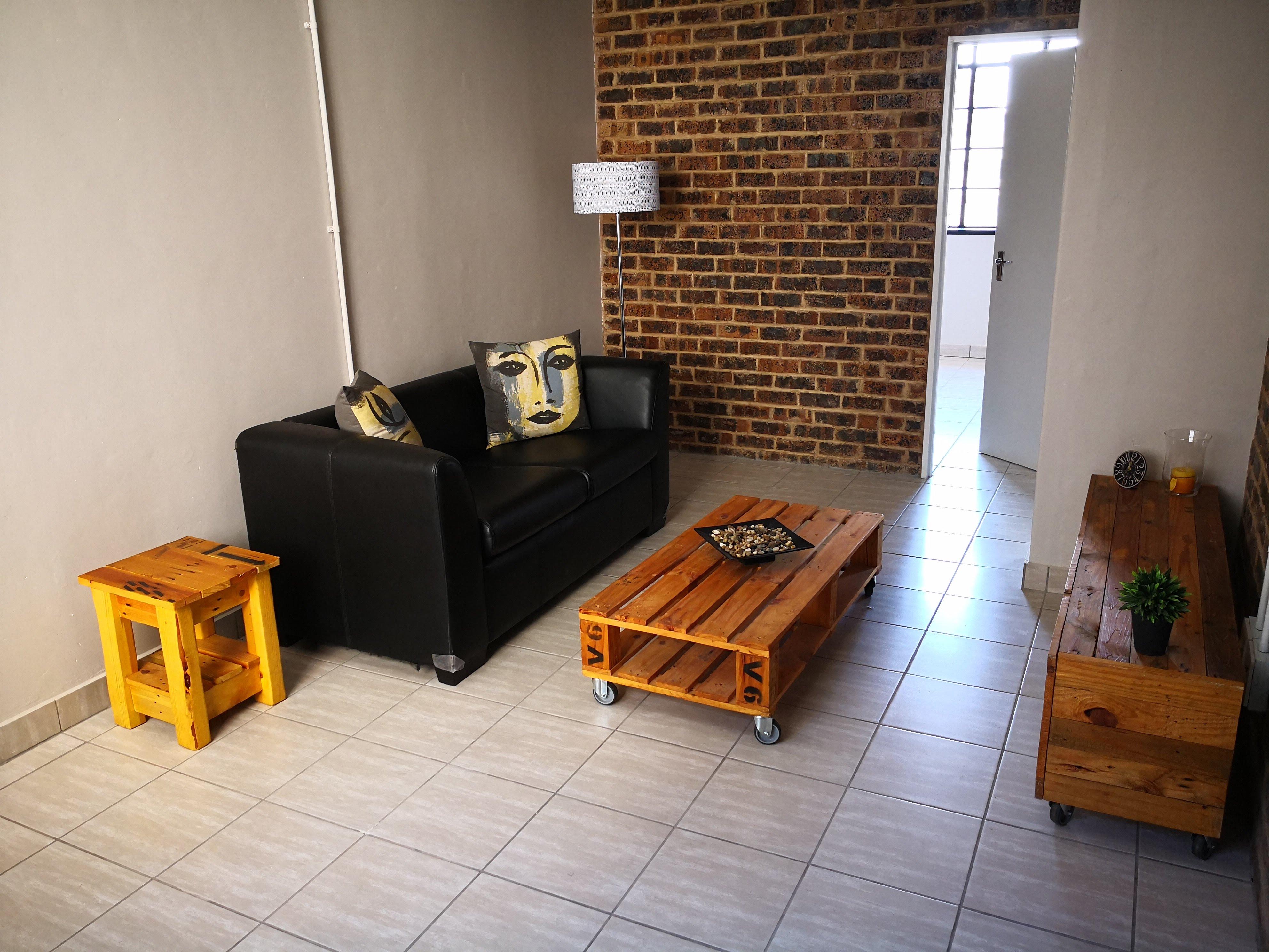 Fine Art - Lounge 4