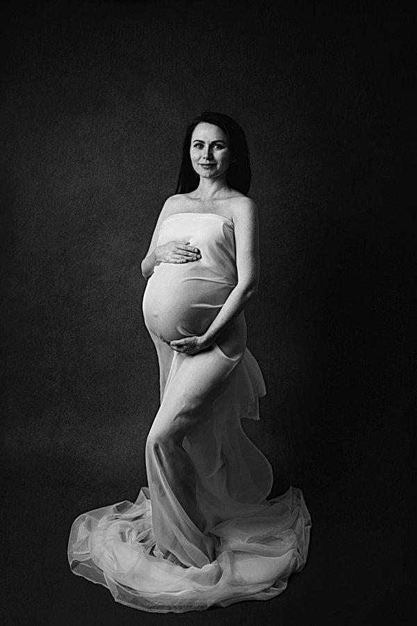 maternity portrait Basingstoke