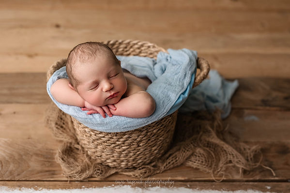 cute baby siblings session in Hampshire