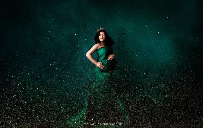 green dress unique maternity photos