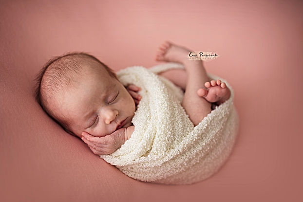 newborn photographer Basingstoke