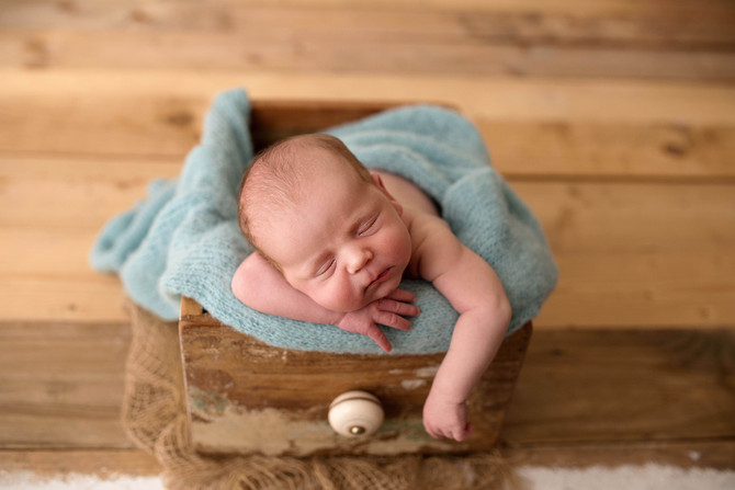 Professional newborn baby photo session in Basingstoke