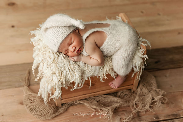 baby session in props from local photographer in Basingstoke