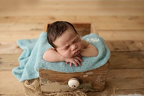 professional newborn photographer Basingstoke