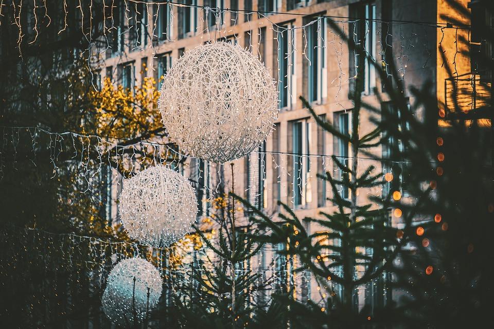 christmas-decorations-4664284_960_720.jp