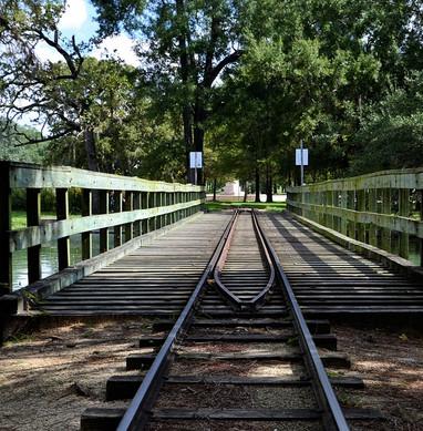 train-track-2831826_960_720.jpg