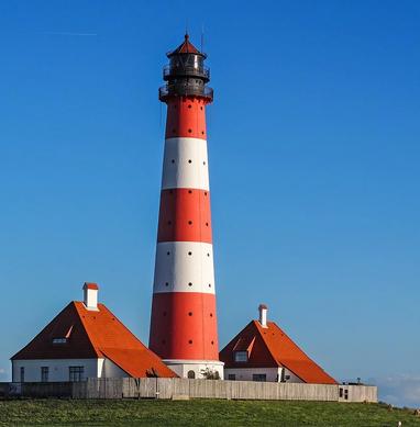 lighthouse-1392124_1280.webp