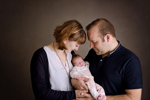 Neugeborenes Baby mit seinen Eltern
