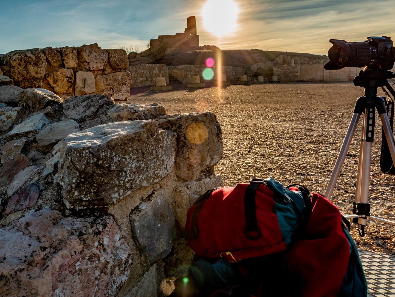 Recorrer sus casi 40 hectáreas de superficie supone caminar más de 2000 años de Historia a través de la monumentalidad de la arquitectura civil, militar y religiosa conservada en el sitio arqueológico.
