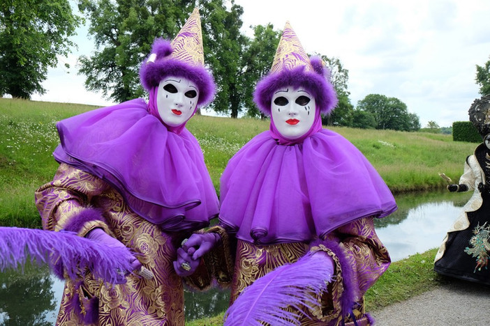 Costumés de Venise à Annevoie avec Tress'Âges