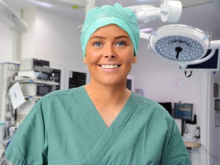 Da Tonje mistet faren til kreft, bestemte hun seg for å bli sykepleier