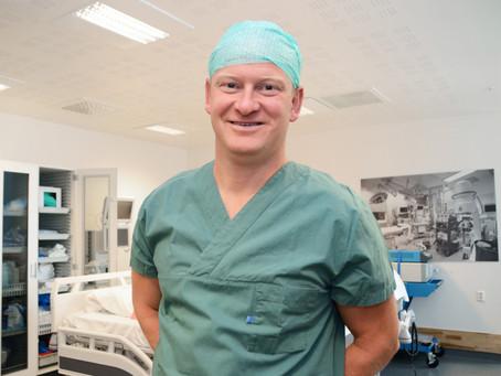 Kirurg Kåre: - Sykepleierne er limet