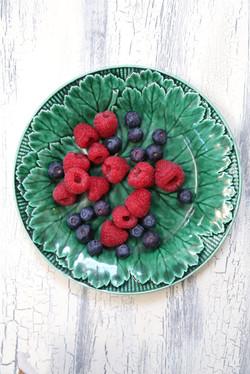 raspberries green p web