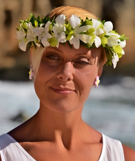Green and white orchid head lei