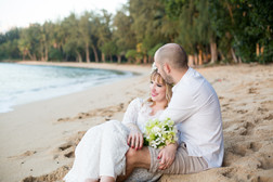 A sweet Kawela Bay wedding1
