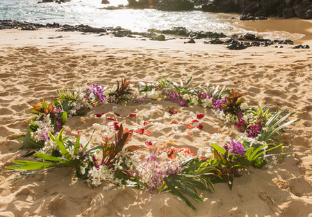 Deluxe lush flower circle for a Hawaii wedding