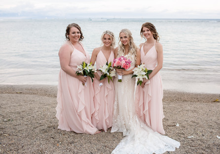 Bridesmaids Bouquets not matching the br