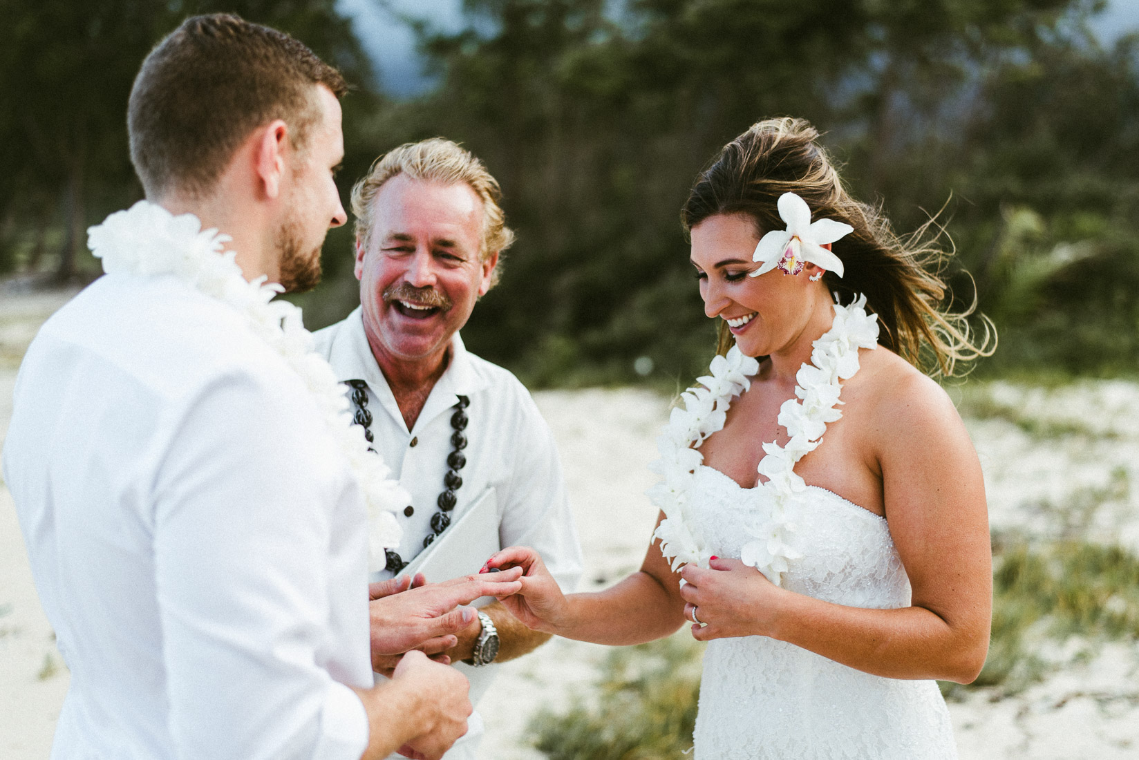 Oahu beach wedding ceremony