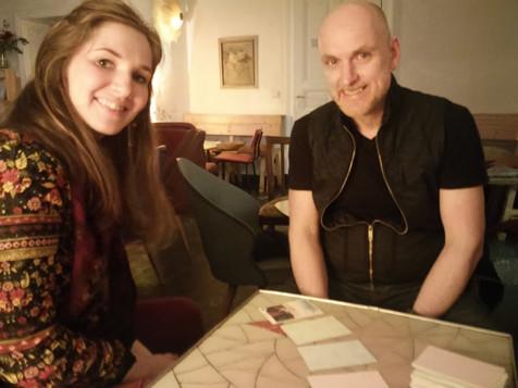 הקלפים האסטרולוגיים בבית קפה בברלין