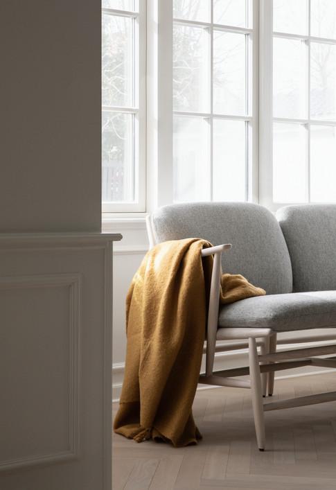 427AR Von Chair with Right Arm detail.jp