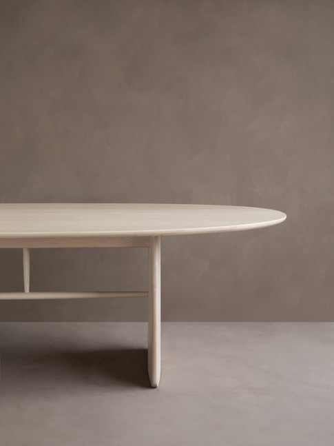1810 Large Pennon Table in NM detail 1.j