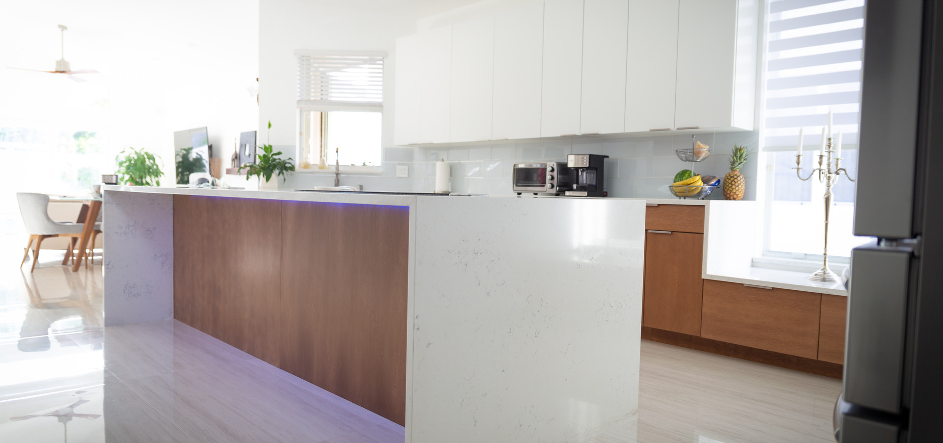 Contemporary Kitchen with Mixed Finishes
