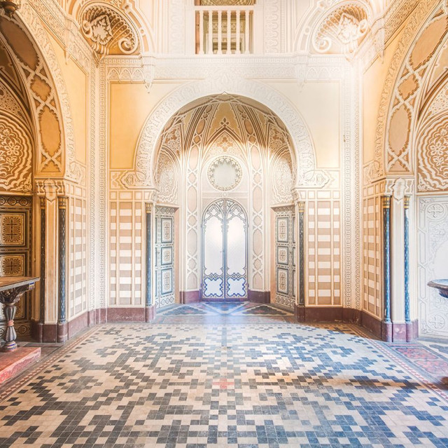 Abandoned Tuscany castle Inside the abandoned castle. (Roman Roborek/Caters News)2