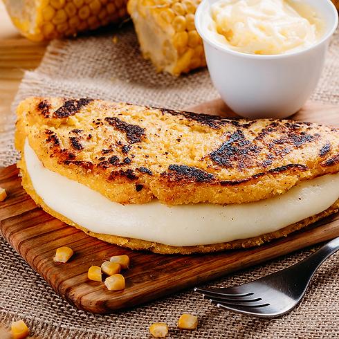 Piadina di farina di mais, senza glutine, farcita con formaggio e burro