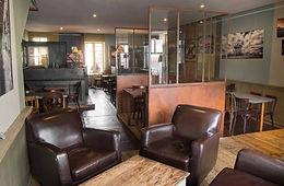 Café Sur cour, bar, brasserie le midi, café, journal, vin, terrasse, soirée privées,  privatisation, concerts gratuits, nantes, petit déjeuner, apéro,