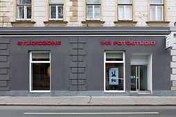 Hochzeitsfoto, Passfotos, Portraitfoto, Businessfoto, Bewerbungsfoto, Pressefoto, Mitarbeiterfoto,  Fotograf 1010 Wien, Fotograf 1020 Wien, Fotograf 1030 Wien, Fotograf 1040 Wien,  Fotograf 1050 Wien, Fotograf 1060 Wien, Fotograf 1070 Wien, Fotograf 1080 Wien, Fotograf 1090 Wien, Fotograf 1100 Wien, Fotograf 1110 Wien, Fotograf 1120 Wien,  Fotograf 1130 Wien, Fotograf 1140 Wien,  Fotograf 1150 Wien, Fotograf 1160 Wien, Fotograf 1170 Wien, Fotograf 1180 Wien, Fotograf 1190 Wien, Fotostudio Wien