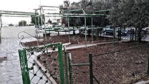 شقه طابق ارضي على شارع الاستقلال الرئيسي تصلح للسكن او الاستثمار
