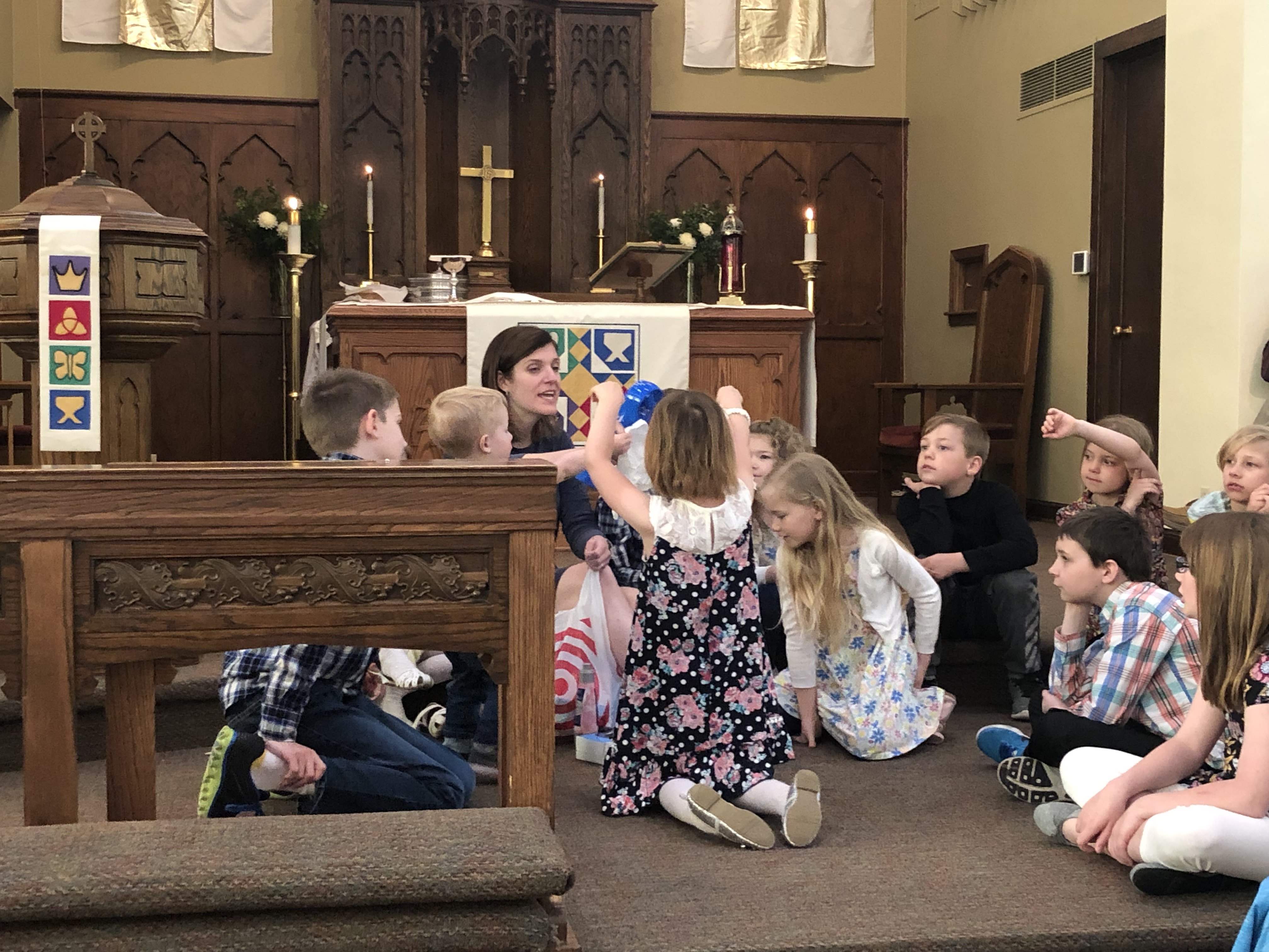 Children's Sermon with Pastor Erin Nelso