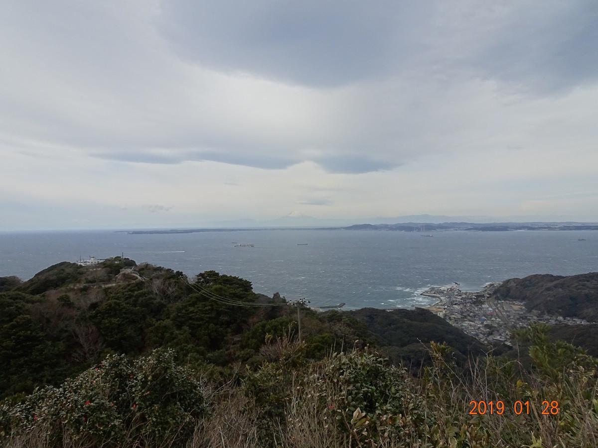 絶景スポットから中央彼方に富士山