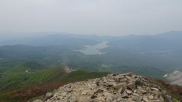 山頂より檜原湖を望む