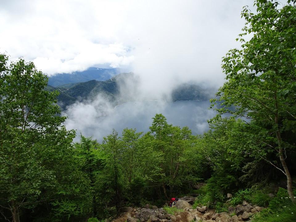 8合目付近から中禅寺湖を望む